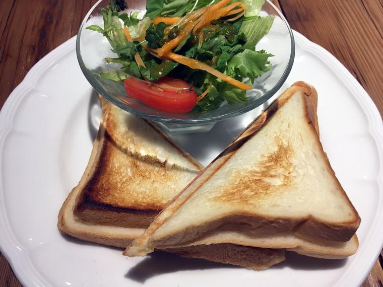 ハムとチーズのホットサンド(サラダ付き)¥580(税抜)