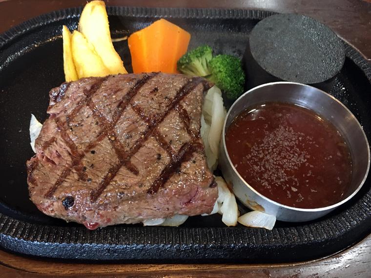 国産牛ランプステーキ 140g サラダバーセット 1,880円(税抜)
